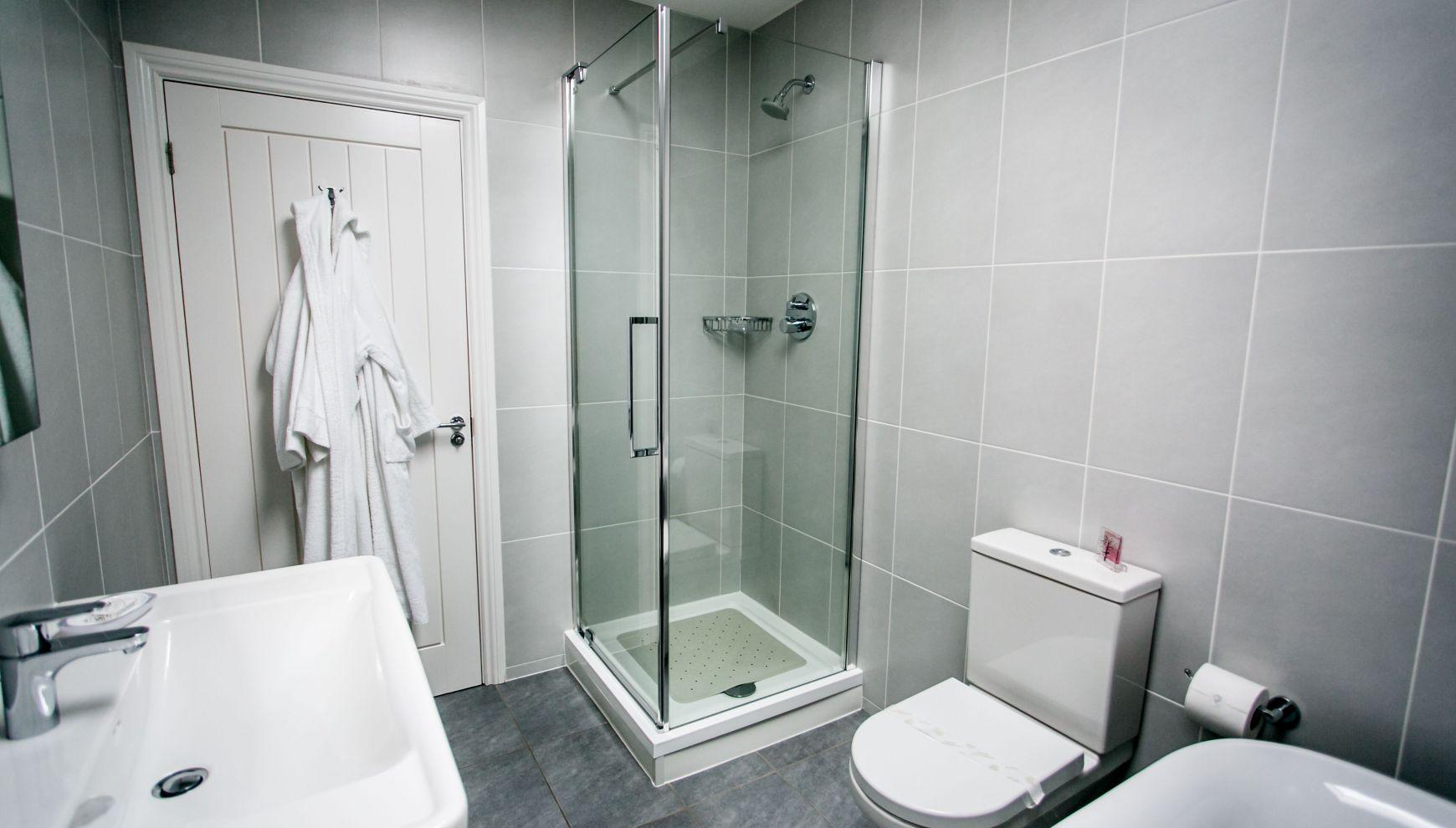 13/15 Shower